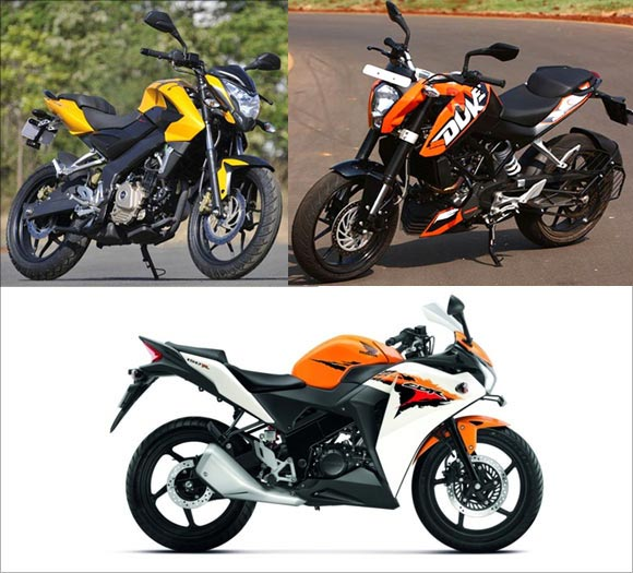 IN PICS: Pulsar 200NS takes on KTM and Honda CBR!