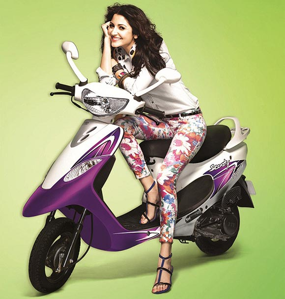HOT PICS: Bebo, Dippy, Anushka, Salman go for a ride