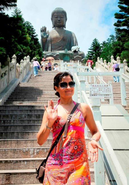 Sandhya at the Big Buddha