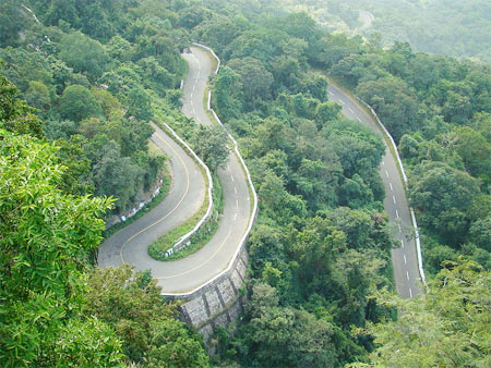 The winding hair pins en route to Valparai