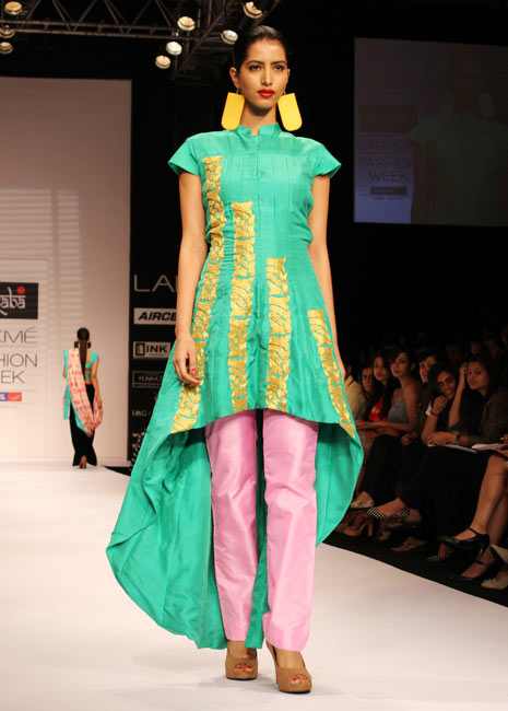 PHOTOS: Prateik turns showstarter for Masaba