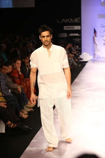 PIX: Ferreira replaces Manish Malhotra, impresses at LFW