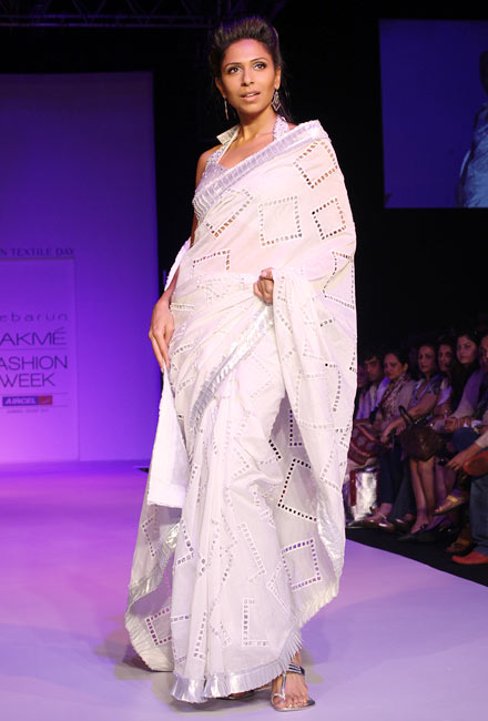 A model wears a Debarun Mukerjee sari