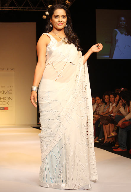 PIX: Shahana Goswami sizzles on ramp for Debarun
