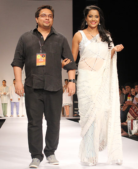 Debarun Mukerjee poses with Shahana Goswami