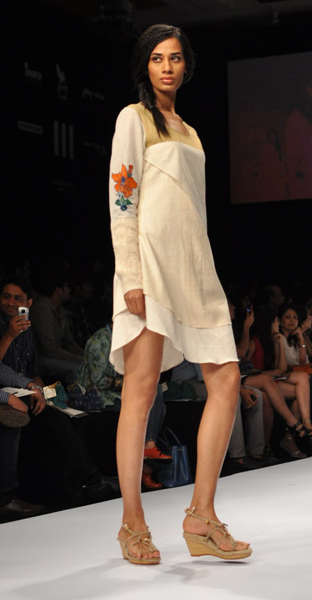 A model displays a Purvi Doshi outfit