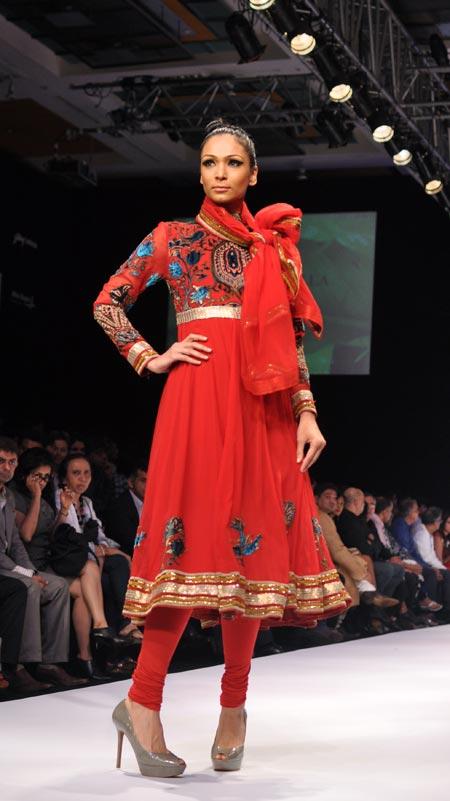 Shamita Singha stuns in a red Anarkali by Neeta Lulla.