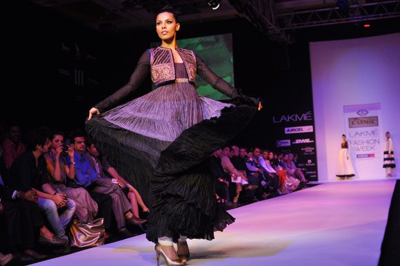 Photos: Smoking HOT Sonakshi and India's TOP designers