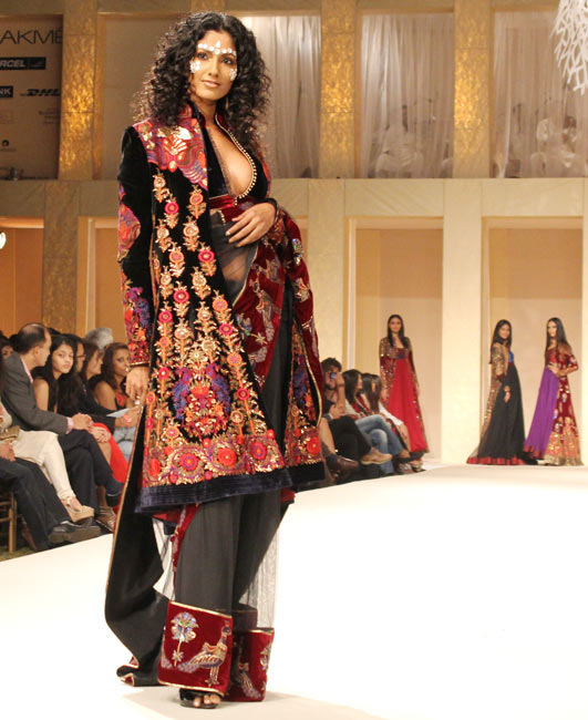 Sheetal Mallar closed the show for Rohit Bal