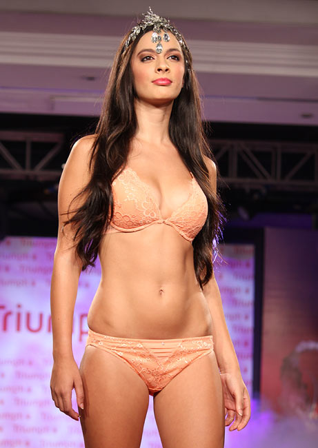 models Indian lingerie