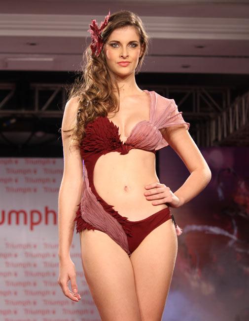Aruna irani im Bikini