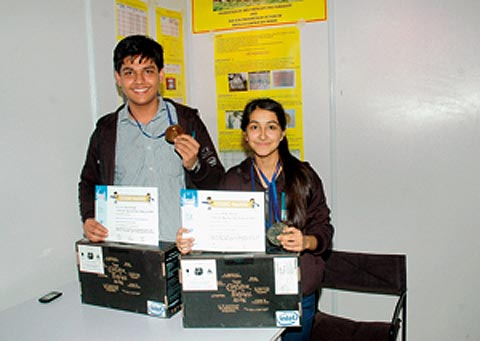 Saral Baweja and his teammate Nishi Paliwal with their awards