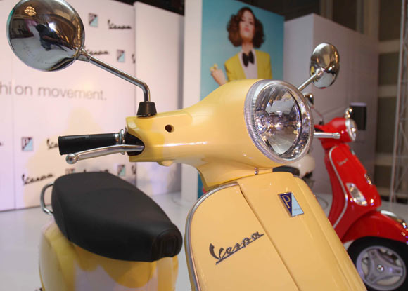Vespa LX 125: Haute couture on two wheels? - Rediff Getahead