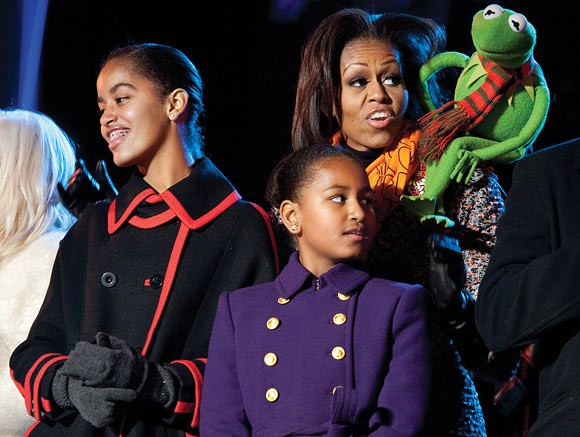 US First Lady Michelle Obama, her daughters Malia and Sasha Obama, with Kermit the Frog: 'You can be stylish and powerful, too'