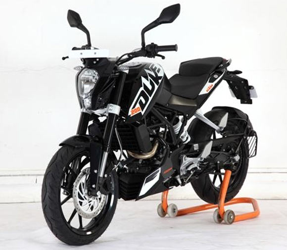 will you buy the ktm duke 390 for rs 2 lakh rediff getahead. Black Bedroom Furniture Sets. Home Design Ideas