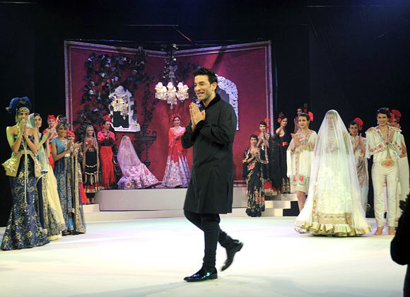 Suneet Varma (centre) at the close of his showing in New Delhi, November 24, 2012