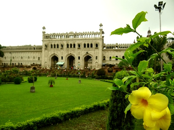 The grand entrance to Bada Imambara