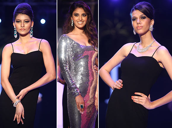 Models and (centre) Anushka Ranjan in jewellery designs by Varuna D Jani