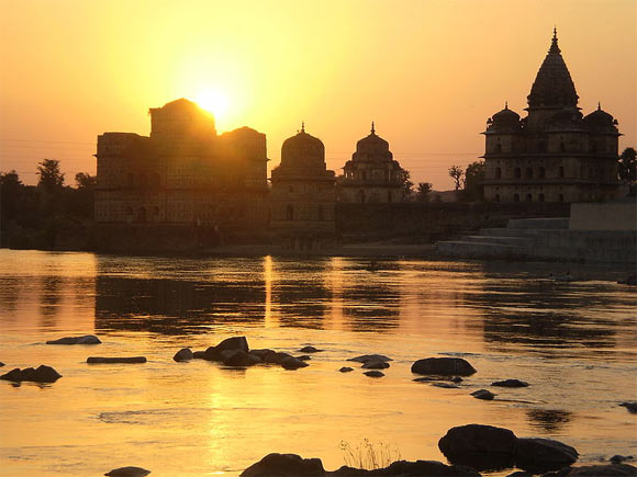 Sunset by the Betwa river in Orchha