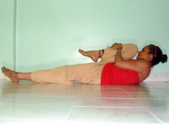 Eka pada supta pawanmuktasana (One legged lying energy release pose)