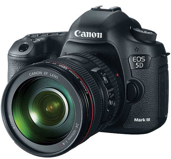 Now, the spanking new Canon DSLR @ Rs 2,06,995