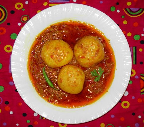 Aloor Dum (spicy potato)