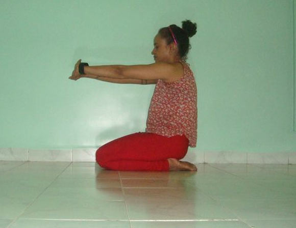 Marjariasana (Cat stretch)
