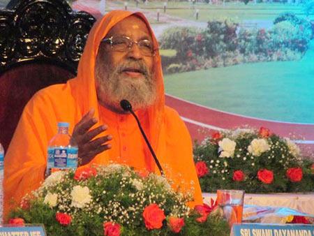 Swami Dayananda Saraswati addressing students at IIM Kozhikode