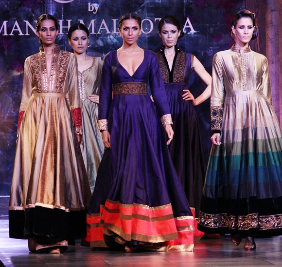 (L-R) Surjeet Kaur, Shruti Agarwal, Candice Pinto, Sucheta Sharma and Kavita Kharayat for Manish Malhotra