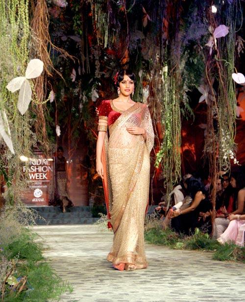Anjali Lavania for Tarun Tahiliani