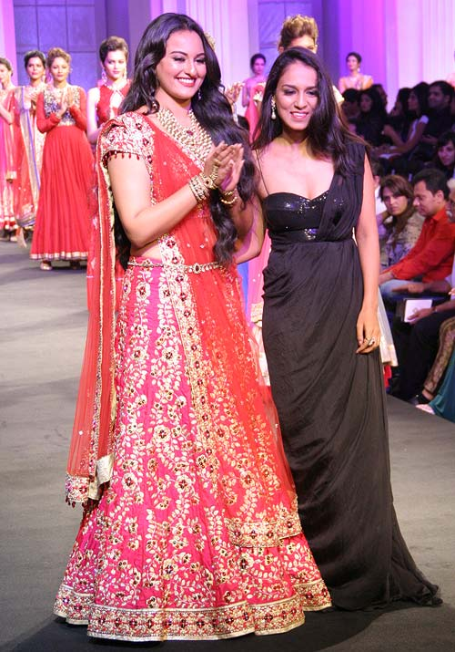Sonakshi Sinha and Jyotsna Tiwari