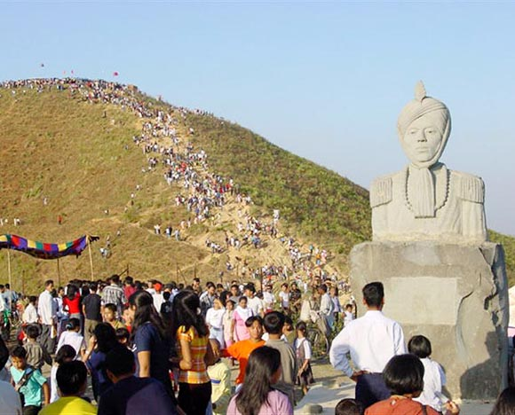 On this day, people climb the Cheiraoching hills to offer their prayers at the temple