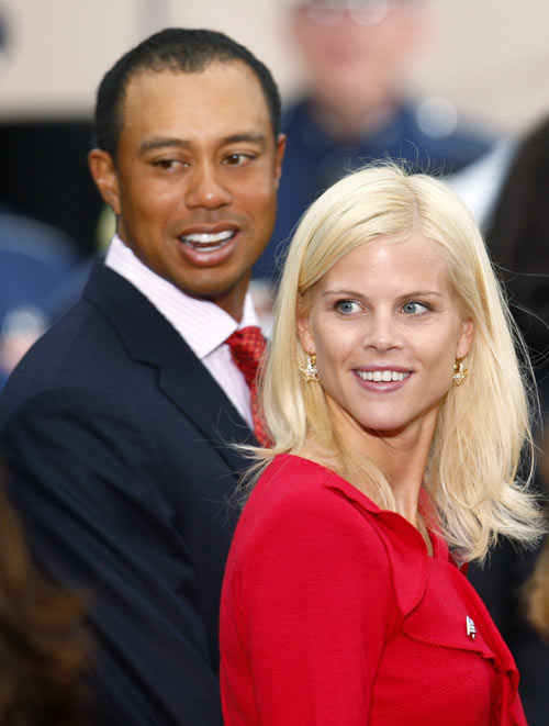U.S. team member Tiger Woods departs closing ceremonies with his wife Elin Nordegren at the Presidents Cup golf tournament at Harding Park golf course in San Francisco, California, October 7, 2009.