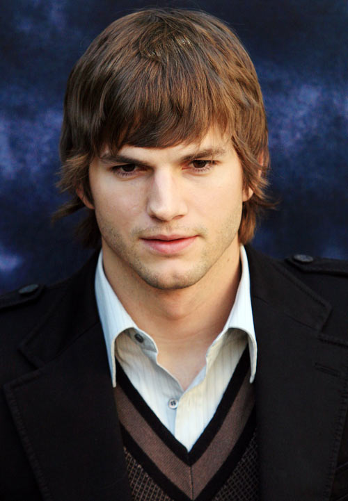 U.S. actor Ashton Kutcher poses for photographers as he promotes his film The Guardian in Madrid October 5, 2006.