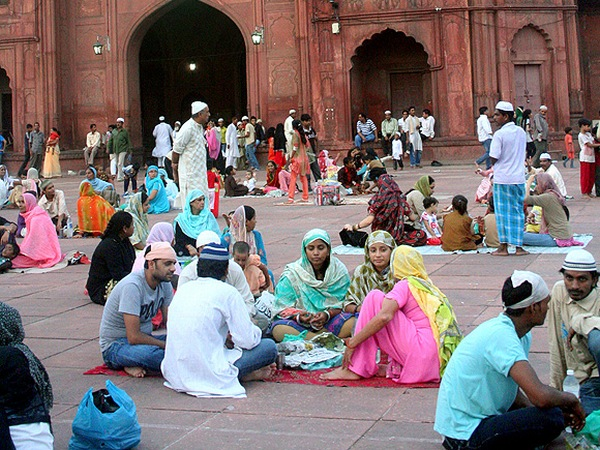 Ramadan evenings are solemn celebrations of days spent fasting. Seen here are families gathered outside the Jama Masjid in New Delhi (Picture used here for representational purposes only)