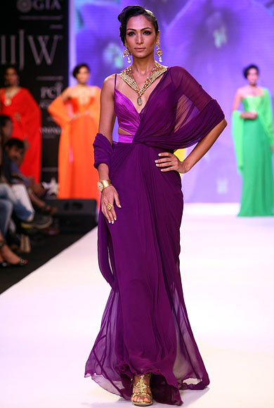A model walks the ramp for Kays Jewels