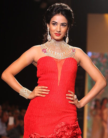 Sonal Chauhan for Kashi Jewellers