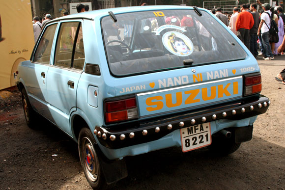 Much before the Nano came the Maruti 800. As the rear windshield of this car quite aptly reads -- the grandmother of the Nano.