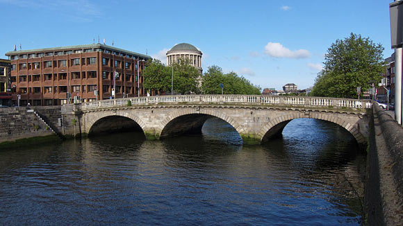 Puente Father Mathew bridge in Dublin Ireland
