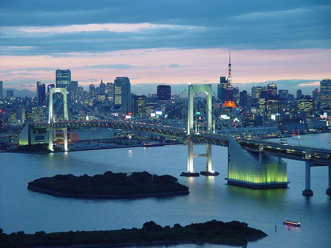 An evening at Rainbow Bridge, in Minato Ward, Tokyo, Japan