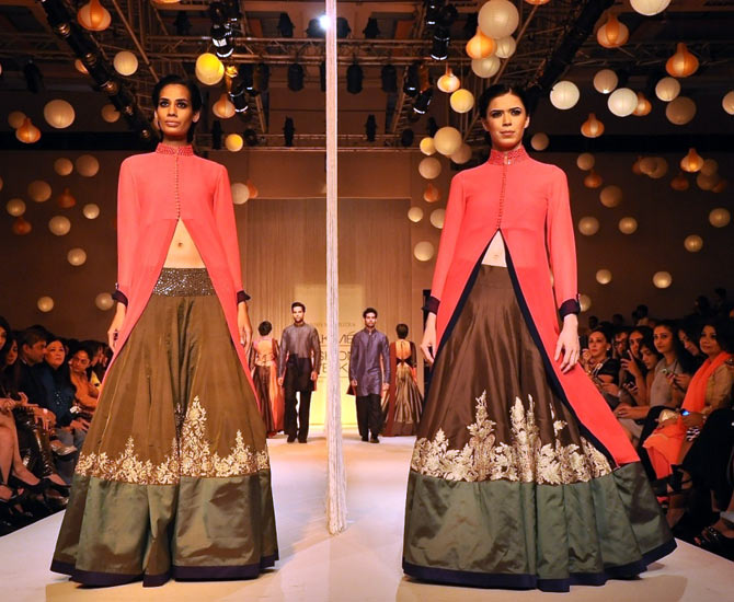 PICS: Manish Malhotra opens Lakme Fashion Week with a bang!