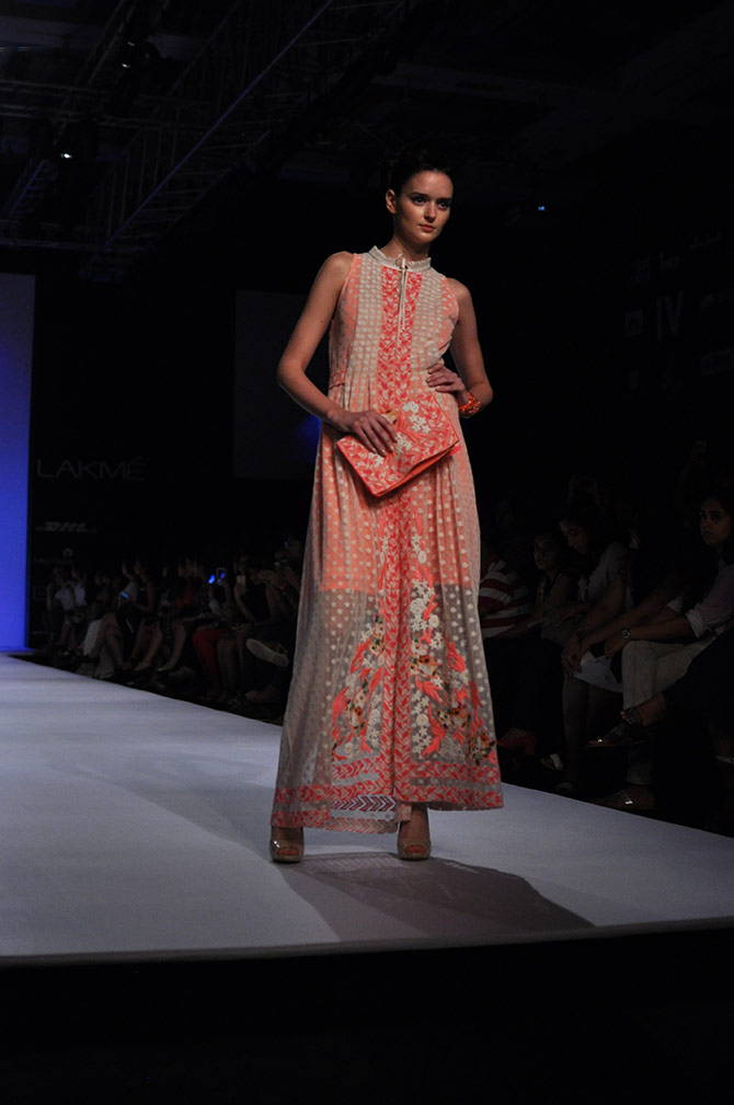Agamirova Dasha presents a maxi by Ranna Gill