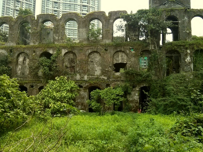 Thick walls of Shakti Mills that rise up a few hundred feet from the ground reveal not just its own glorious past but also that of the city itself.