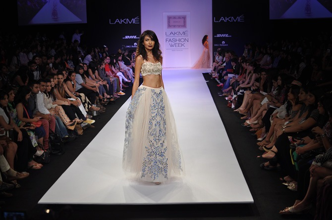 Sanea Sheikh showcases a Shehlaa Khan creation.
