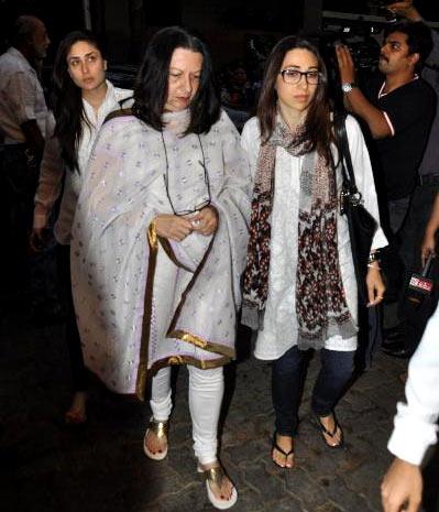 Karisma Kapoor with her mother babita Kapoor and sister Kareena