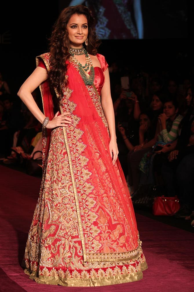 Dia Mirza dazzles the catwalk for Shyamal and Bhumika.