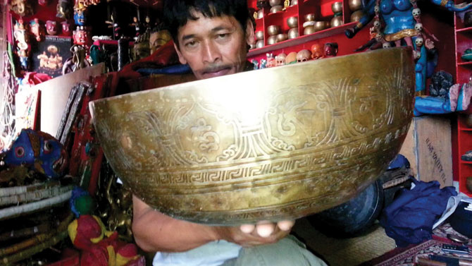Discovering the secrets of the singing bowls in Nepal