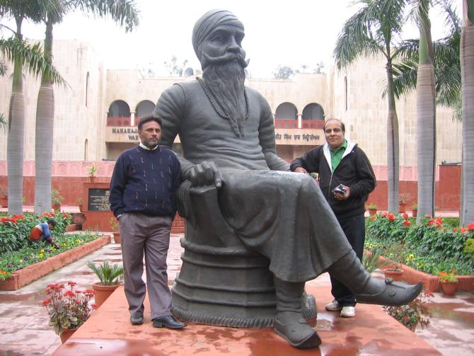 The impressive sculptue of Maharaja Ranjit Singh at the War Museum
