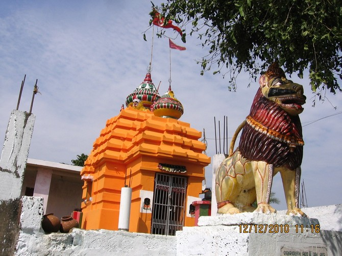 Lions guarding temple entrances seem to be a popular theme in Orissa. Most of them have the inside paw raised. This one however was an exception.