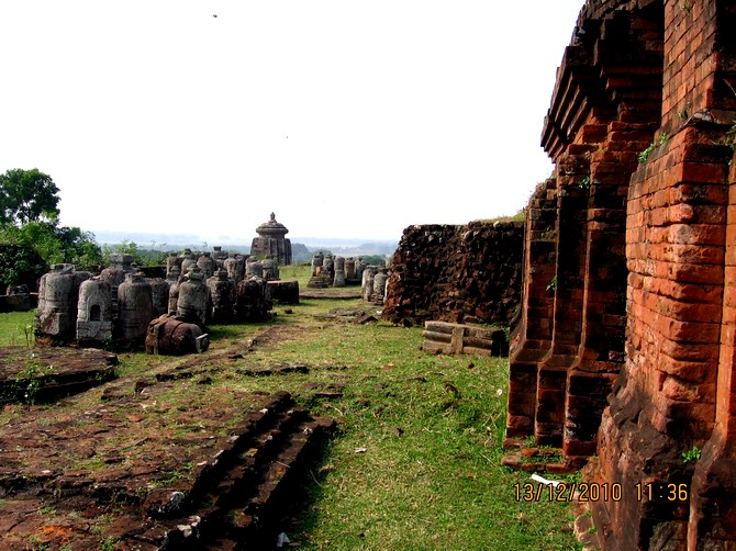 Ratnagiri is among the sites that collectively formed the Buddhist University